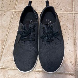 Mens size 9 Toms sneakers